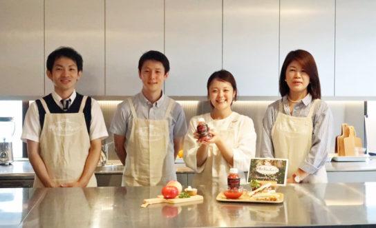 「カオスープ」開発メンバー、右端・菅谷マネージャー