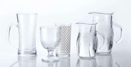 ジョッキ、ワイングラス、ジュースグラス、デカンタ250ml、同500ml(左から)