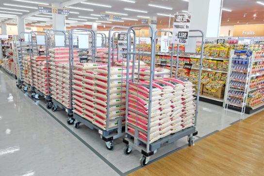 米の特売は納品した状態で陳列