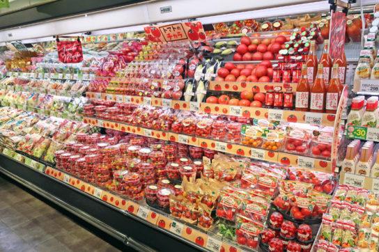 注力カテゴリーのトマトは多段冷ケースで集合展開