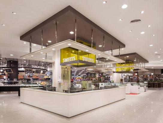 スーパーマーケットのスイーツコーナー