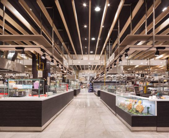 スーパーマーケットの惣菜コーナー