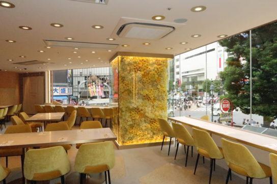 ピエール・エルメ・パリ監修のカフェ2階