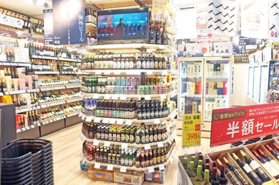 店舗中央にクラフトビールコーナー