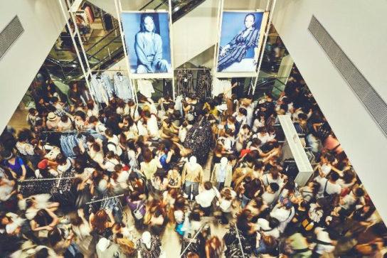 日本全国82店舗で合計1万6000人以上が並んだ