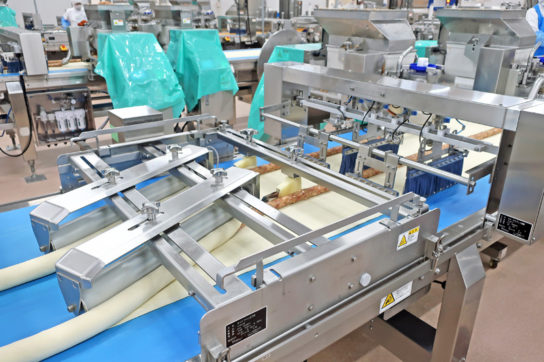 ファミリーマートの中華まんの包餡工程
