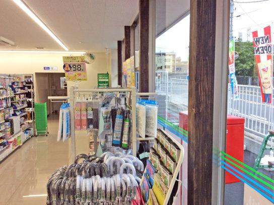 店内の柱に木材を使用