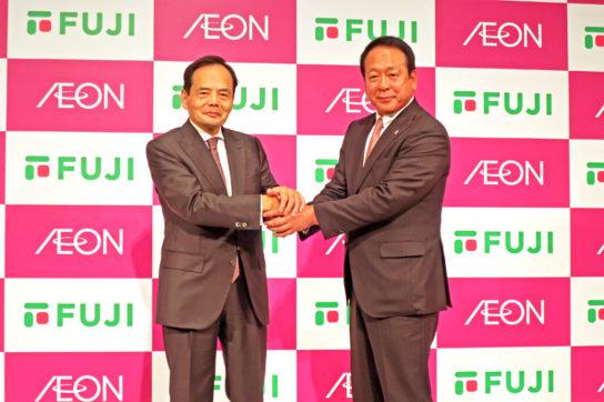 岡田社長(左)と尾崎会長(右)
