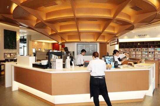 DEAN&DELUCA CAFEのバーカウンターを併設