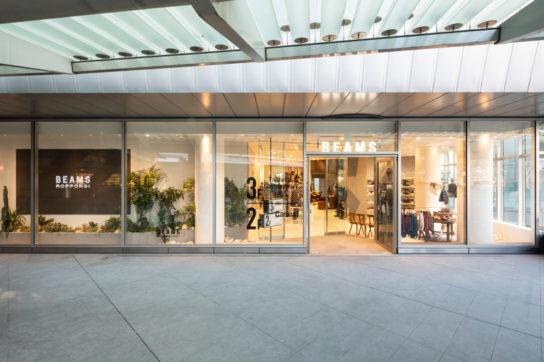 六本木ヒルズのウェストウォーク内2階と3階に位置