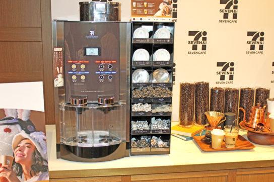 カフェラテは従来型マシンで提供