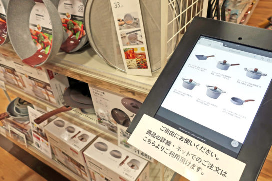 商品説明用のタブレット端末を配置
