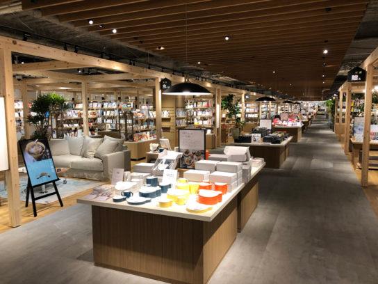 TSUTAYA BOOKSTORE ホームズ新山下店
