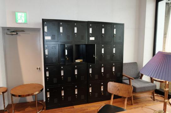 選書室には無料ロッカーも設置