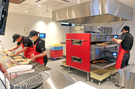 オープンキッチンを採用