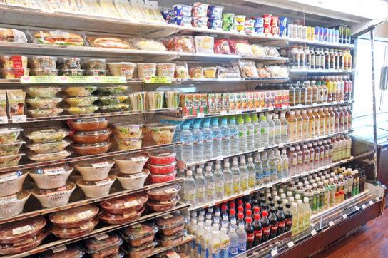 冷蔵ケースでデイリー商品を豊富に提供