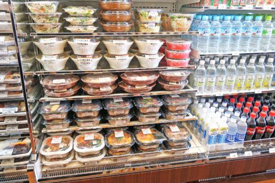 売れ筋商品の弁当、サラダ、麺類など