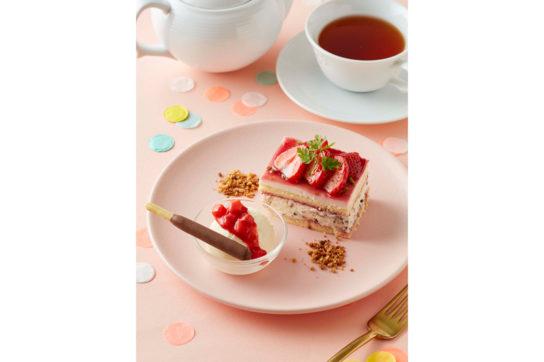 苺とポッキーのショートケーキ