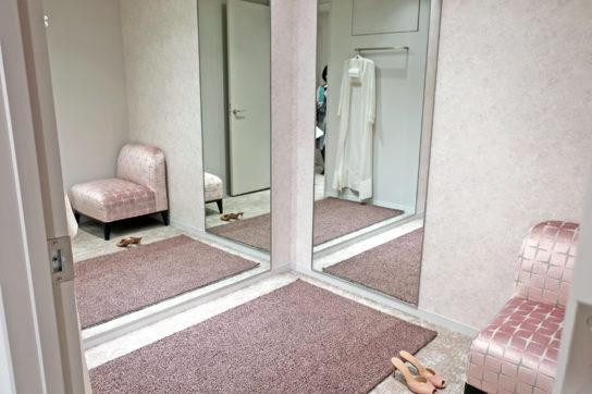ランジェリーのフィッティングルーム