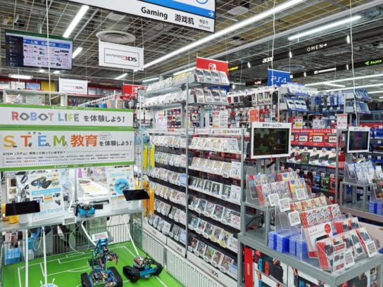 おもちゃ売場はパソコン売場に隣接
