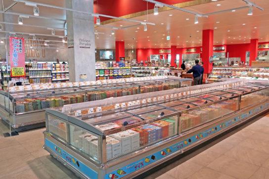 平オープン冷凍ケースでEDLPの冷食やアイスを販売