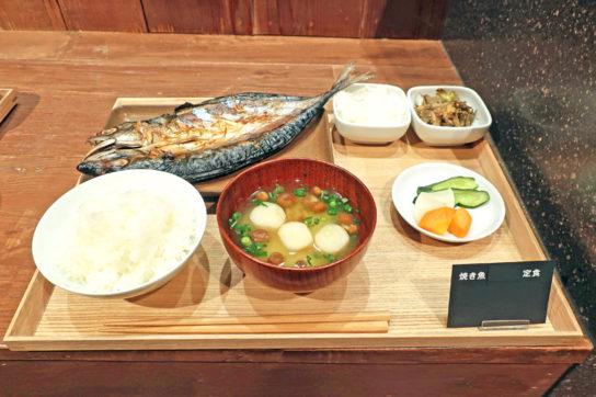朝食の焼き魚定食(850円)