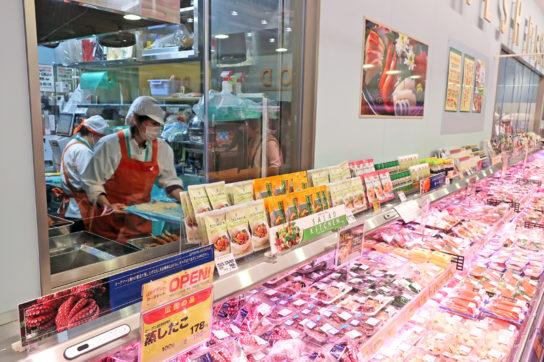 魚惣菜は鮮魚厨房に隣接する専用厨房で製造