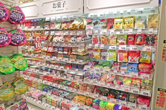 1階の小袋菓子コーナー