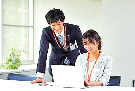 広報課長の立花さんと部長の岡崎さん