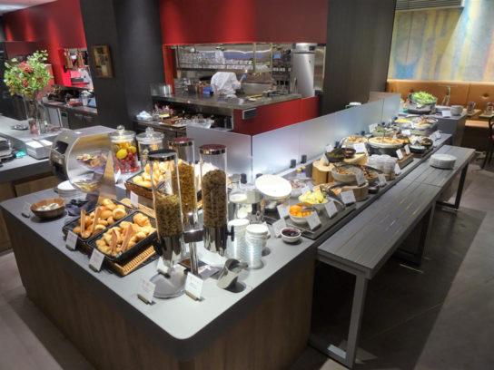 朝食ブッフェサービス