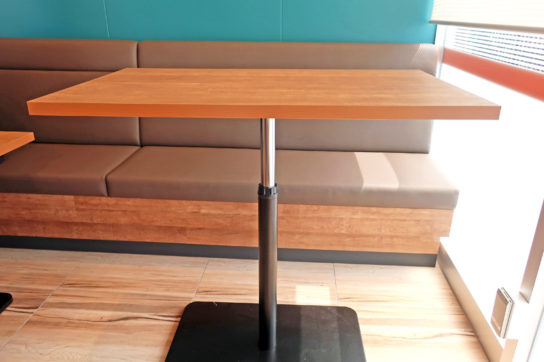 高さの変わるテーブルで料理教室に対応