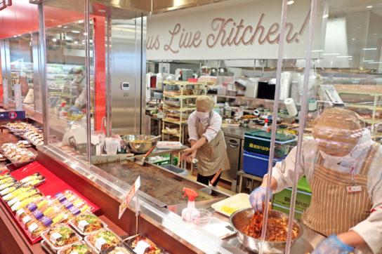 惣菜部門はオープンキッチンを採用