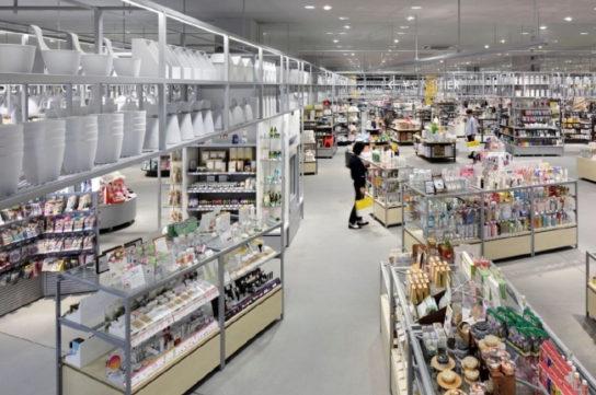 回遊性高まるクランク導線採用の次世代型店
