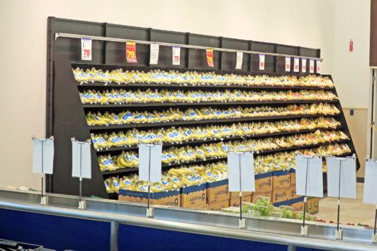 壁面を使ってバナナを大量陳列