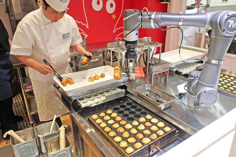 20191016poppo 1 - ポッポ幕張店/たこ焼き、ソフトクリームに「調理ロボット」導入