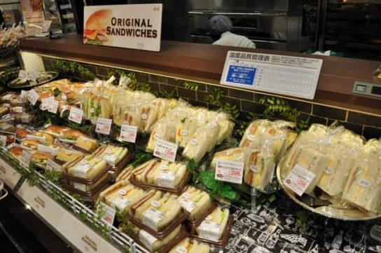 新鮮な具材たっぷりサンドイッチ