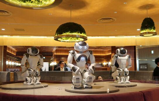 ロボット「NAO」がダンス