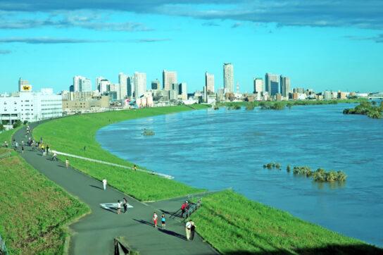 台風19号による増水した荒川