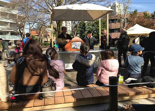 地域住民による紙芝居(上り屋敷公園)