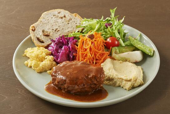 地元で採れた野菜や魚など旬の素材を使用