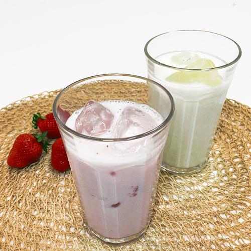牛乳やいちごをカフェメニューに使用