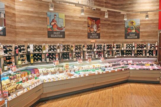 ワインはチーズと関連販売するコーナーを設置
