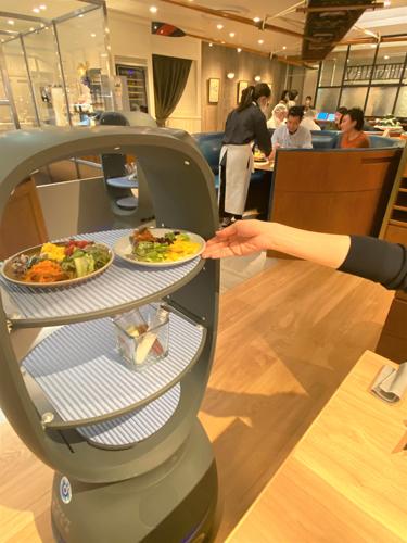 20200706robo4 - 三笠会館/玉川高島屋S.C.の店舗にロボット活用「非接触」サラダバー