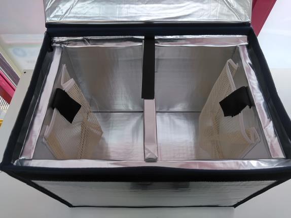 専用の保冷ボックス