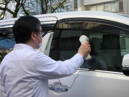 20201116ntt2 - NTT/ドライブスルーの窓ガラス越しで会話できる「ウインドウスルー会話装置」