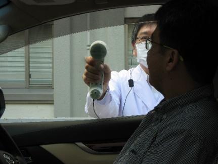 20201116ntt3 - NTT/ドライブスルーの窓ガラス越しで会話できる「ウインドウスルー会話装置」