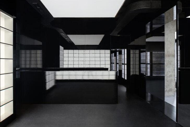 日本の黒漆仕様の重箱のような空間