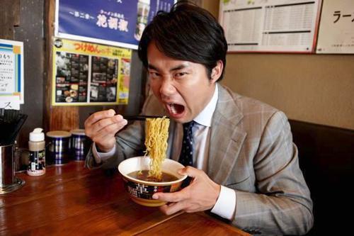 「革麺チャンネル」に出演する杉村太蔵さん