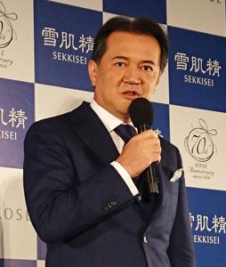 小林一俊社長は雪肌精の新戦略を説明
