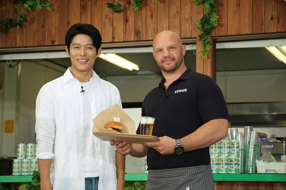 鈴木亮平さんとアレックスシェフ